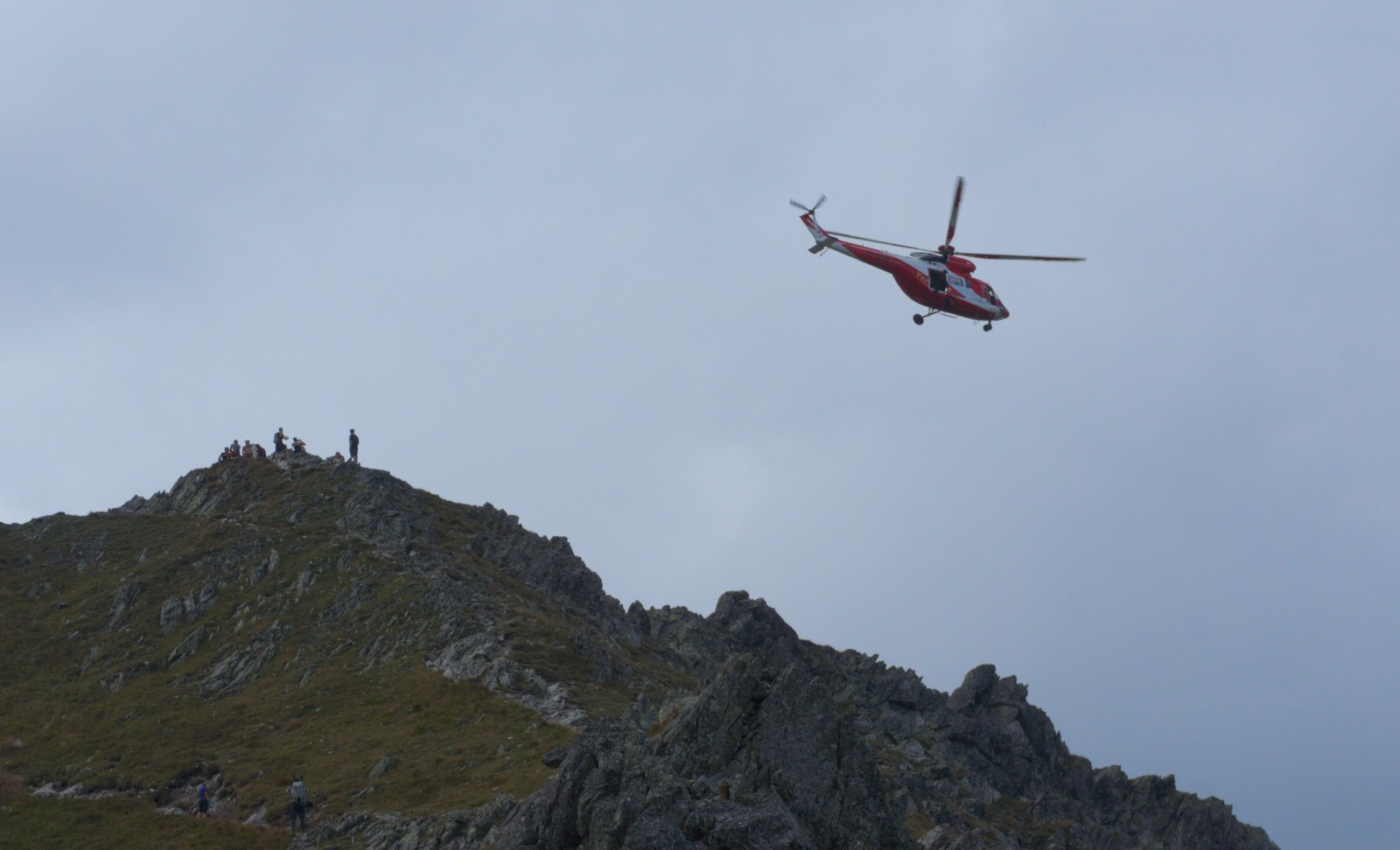 Vrtulník u Hrubého štítu / Szpiglasoweho Wierchu