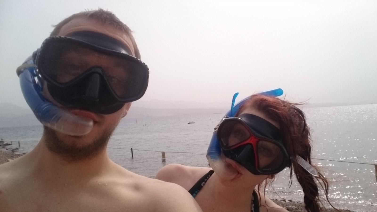 Šnorchlování na korálovém útesu - tuny různobarevných ryb, korálů, sasanek, ...