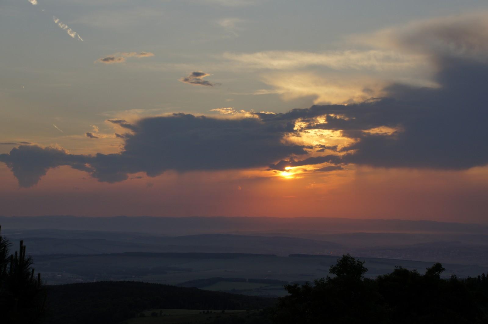 Západ slunce na Mikulčině vrchu