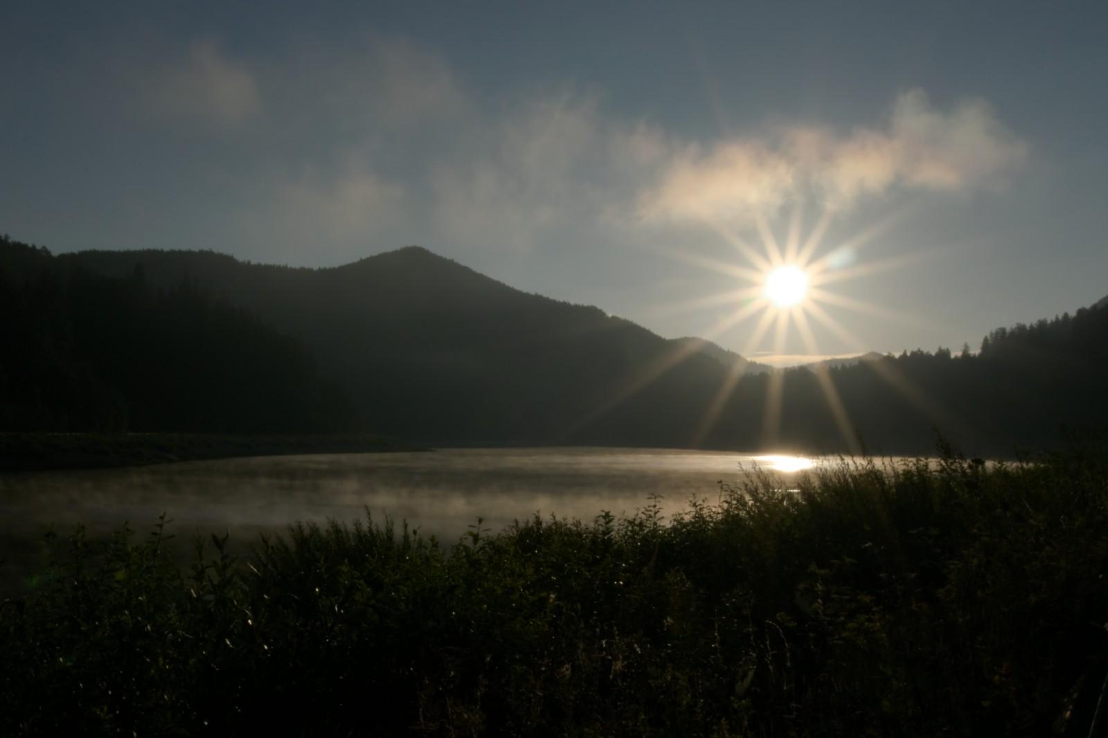 Východ slunce u Čierného Váhu
