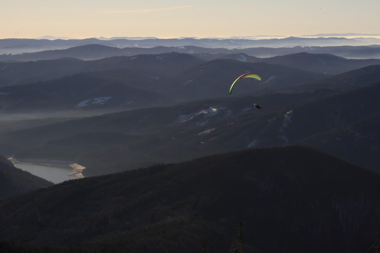 Padáčkáři na Lysé hoře 31. prosince 2016