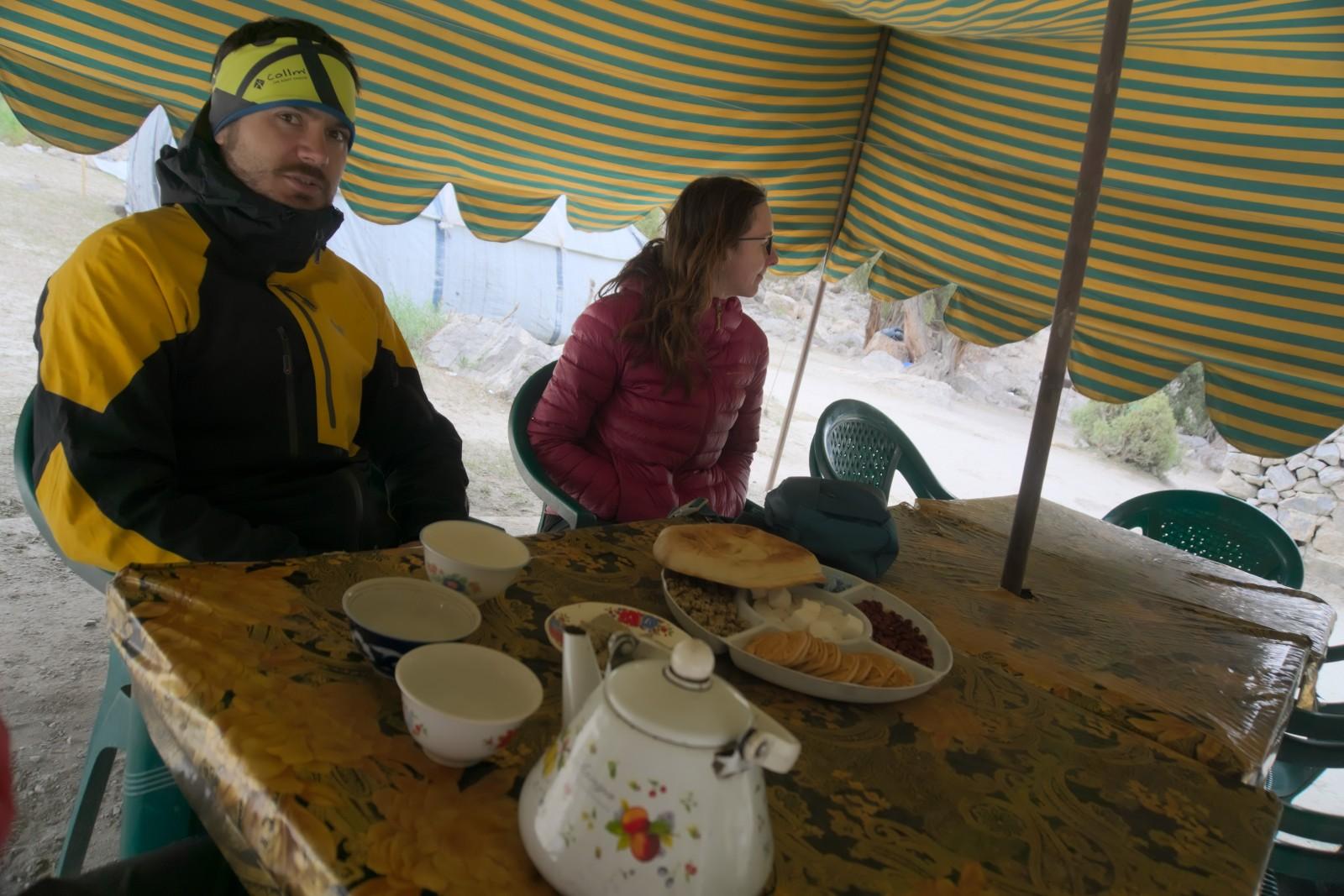 Čaj u Alaudinského jezera
