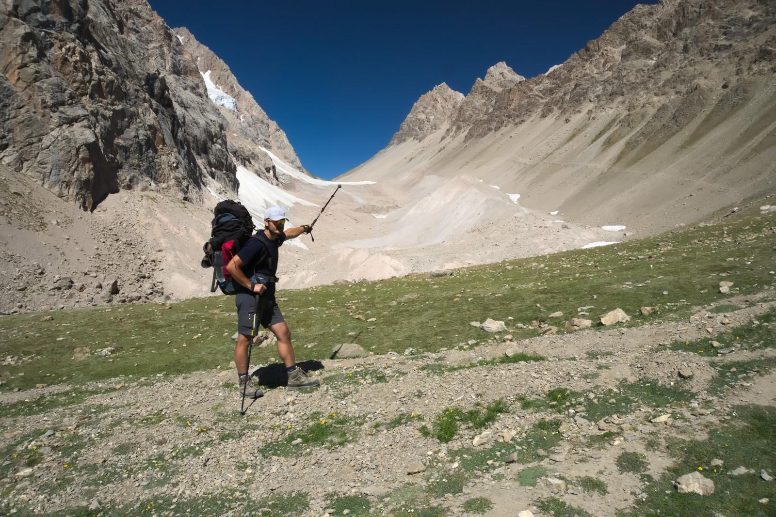 Pavel ukazuje na Dukdon Pass