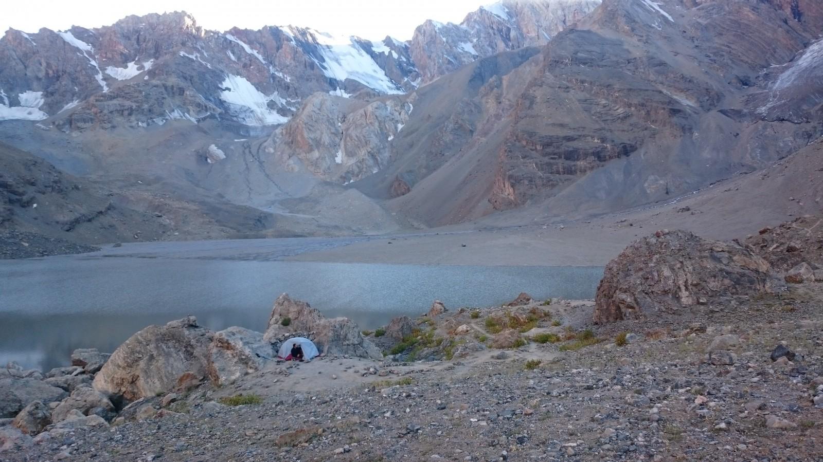 Náš stan u jezera Mutnoye