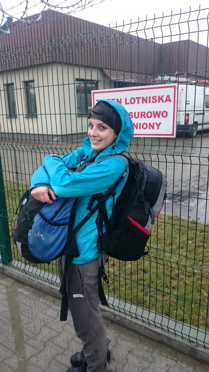 Krakow a Verča obložená batohy
